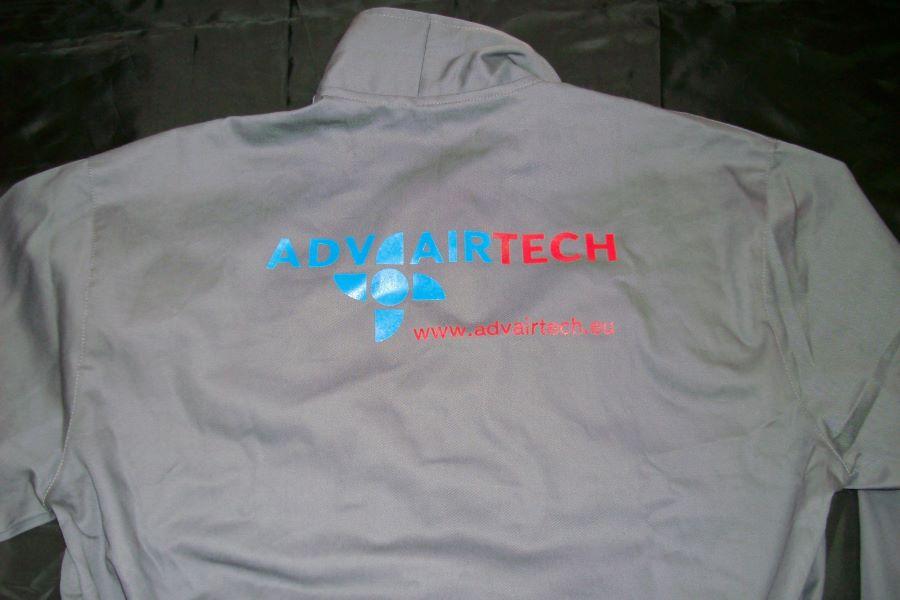 <p>Ситопечат на фирмено, работно облекло в два цвята</p>