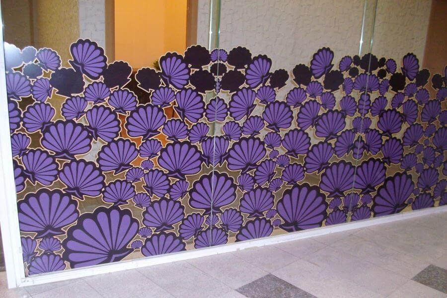 Брандиране на витрини с пълноцветно напечатано фолио, рязано по контур