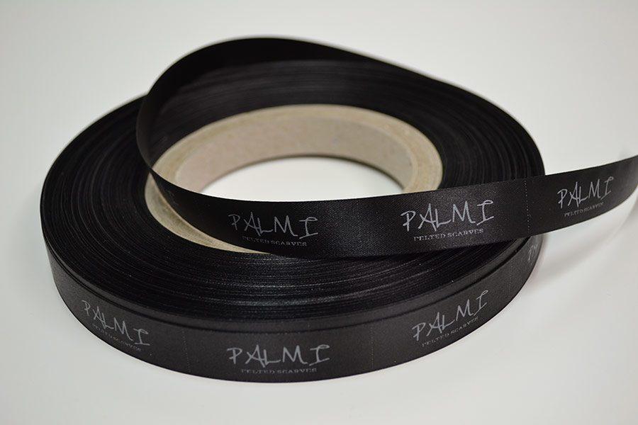 Черен сатенен етикет 15 мм